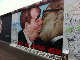 East Side Gallery, Honecker Breshnev kissing, Berlin