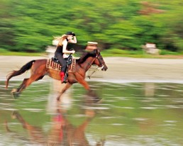 Niina riding in full speed at Rancho Chilamate, Nicaragua
