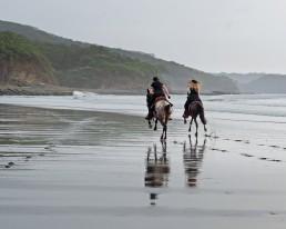 Piritta and Niina riding in full speed at Rancho Chilamate, Nicaragua