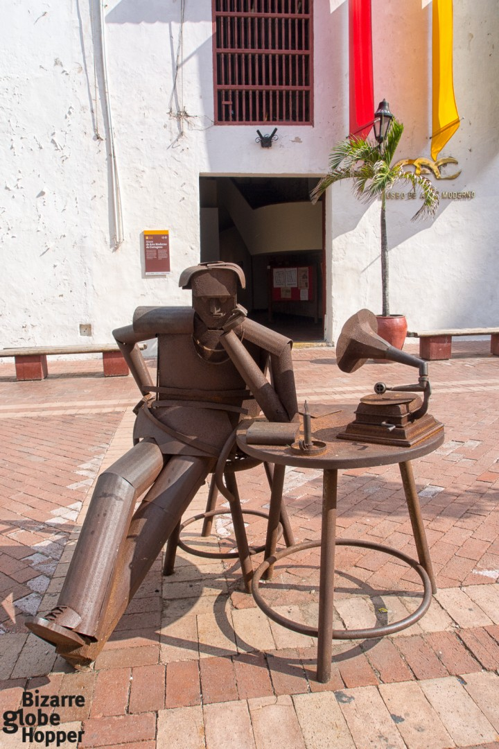 Metal sculpture in front of Museo de Arte Moderno, Cartagena de Indias